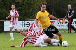 Sterksel ging onderuit tegen DOSL en ziet de voorsprong in de Kleine Cup weer slinken. (foto Theo van Sambeek)